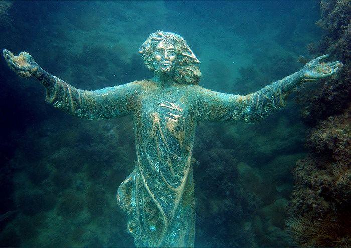 San Vito, ritrovata tra gli scogli la statua del Cristo degli Abissi