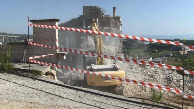 Mosciano, iniziati i lavori di demolizione delle case in C.da Marina