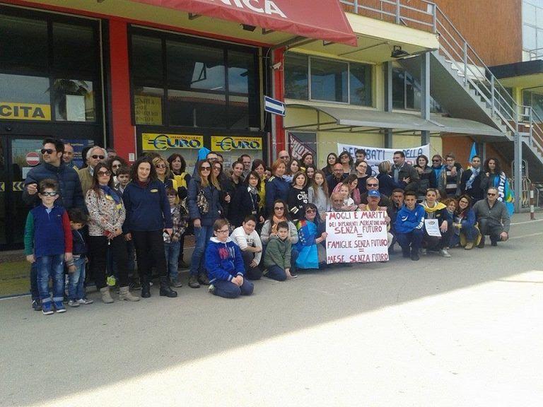 Pineto, M5S al fianco dei lavoratori del Mercatone Uno con l'appoggio di parlamentari e consiglieri regionali