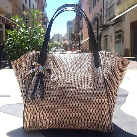 Ripani presenta la nuova iconica shopping in pelle laminata| Tortoreto