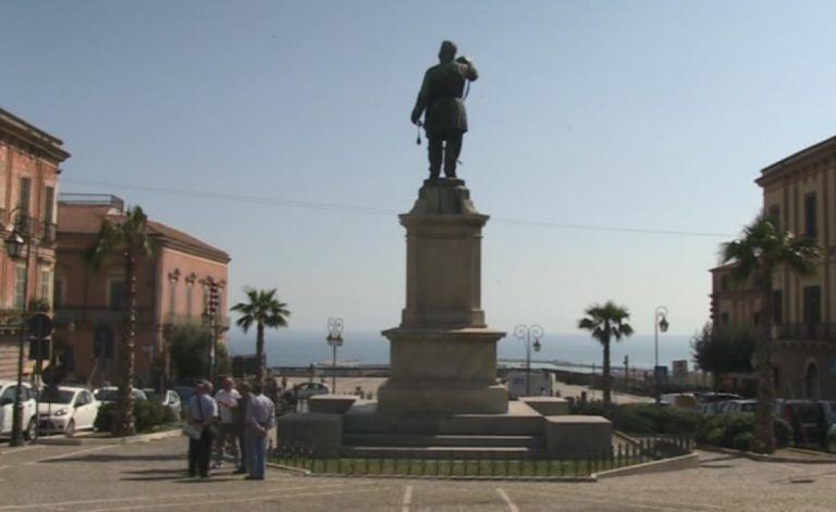 Giulianova, Vittorio Emanuele II con illuminazione tricolore per l'anniversario dell'Unità di Italia: la richiesta