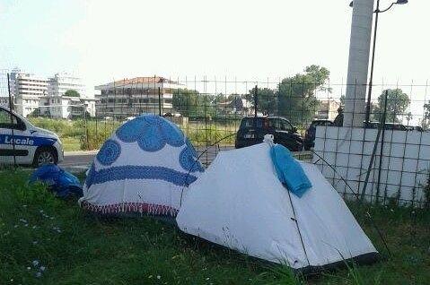Montesilvano, accampamento abusivo: sgomberate le tende in corso Strasburgo