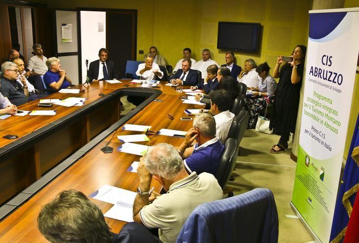 Turismo montano e sostenibile in Abruzzo: presentato il contratto di sviluppo VIDEO