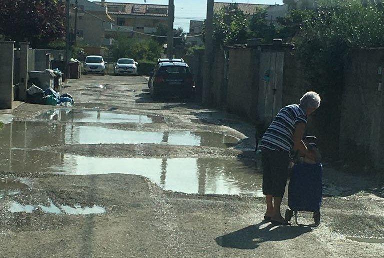 Tortoreto, via Sanzio: quando uscire di casa diventa un'impresa FOTO