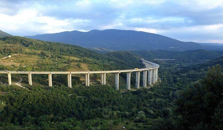 Monitoraggio ai viadotti A24: per 5 giorni stop ai mezzi pesanti nel tratto L'Aquila Est-Colledara