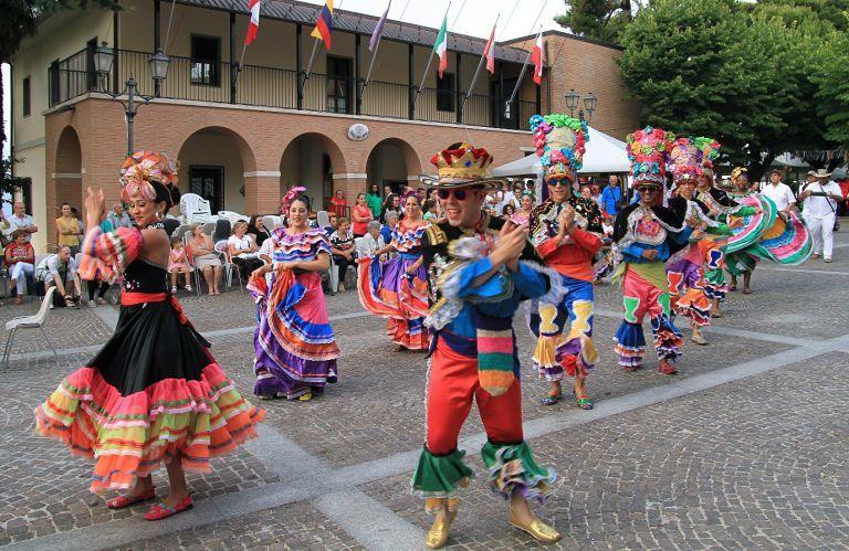 Penna Sant'Andrea, gruppi da tutto il mondo per la 42° Rassegna di Folklore