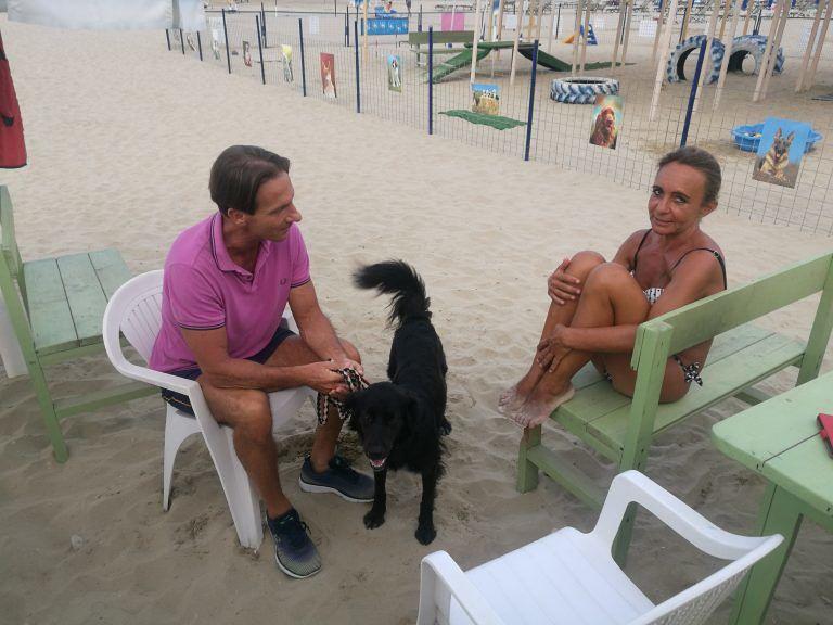 Giulianova, Mastromauro visita la spiaggia per cani (Unica Beach)