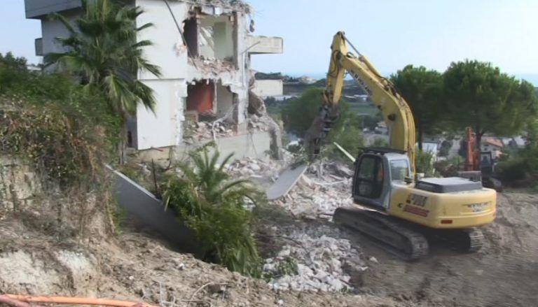 Mosciano, frana di C.da Marina: ripresi i lavori di abbattimento delle abitazioni evacuate