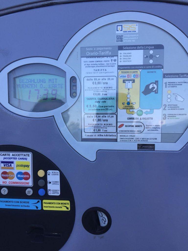 Alba Adriatica, cartelli parcheggi a pagamento. Il Comune: tutto in regola, nessuna violazione