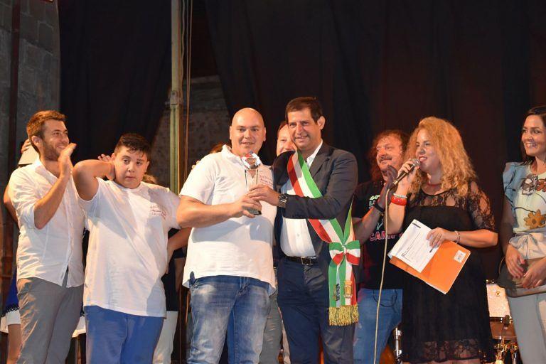 Massimo Fagioli è il Re della porchetta di Campli. Record di presenze alla Sagra FOTO