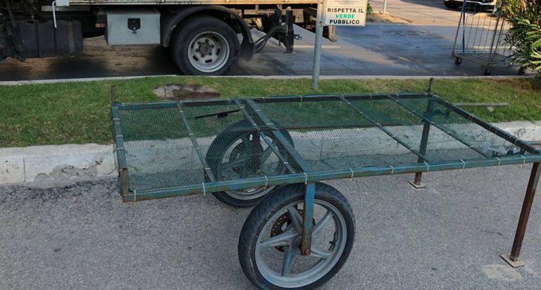 Alba Adriatica, commercio abusivo: sequestrati carretti e stendini FOTO