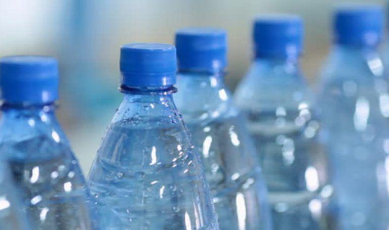 Bottiglie d'acqua conservate al sole, Cassazione: venderle è reato