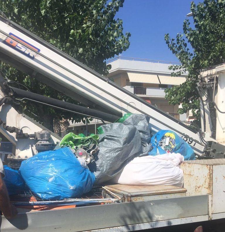 Alba Adriatica, nuovi sequestri sull'arenile: venditori in fuga al passaggio della polizia locale