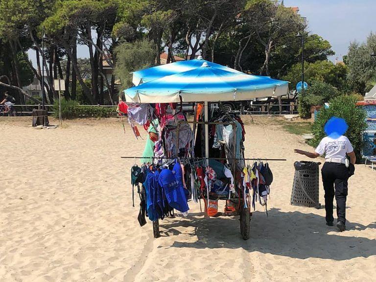 Alba Adriatica, nuovo blitz in spiaggia: sequestri per 5mila euro