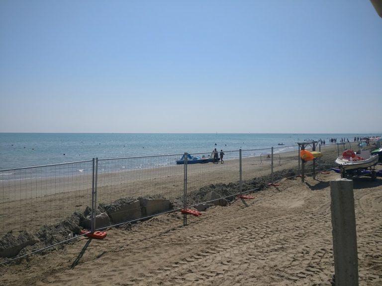 """Spiagge libere non """"ripristinate"""" dopo il ripascimento nella zona sud di Villa Rosa"""