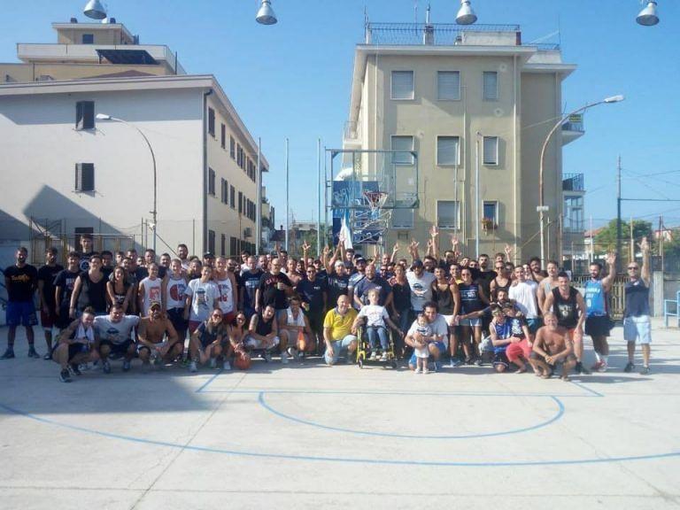Roseto, ultras raccolgono 450 euro per beneficenza con un torneo di basket