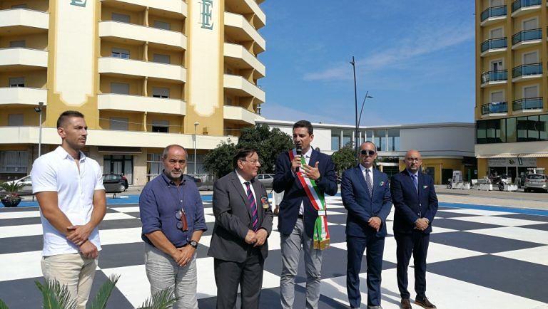 Montesilvano, look a scacchi per via Maresca e piazza Kennedy
