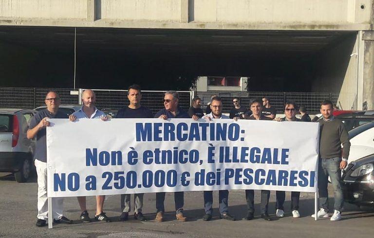 Pescara, mercatino etnico: presidio contro l'avvio dei lavori FOTO-VIDEO