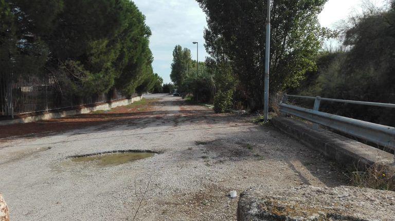 Giulianova, rimosse oltre 5 tonnellate di rifiuti nell'ex Saig. Ma resta il problema sul lungofiume (FOTO)