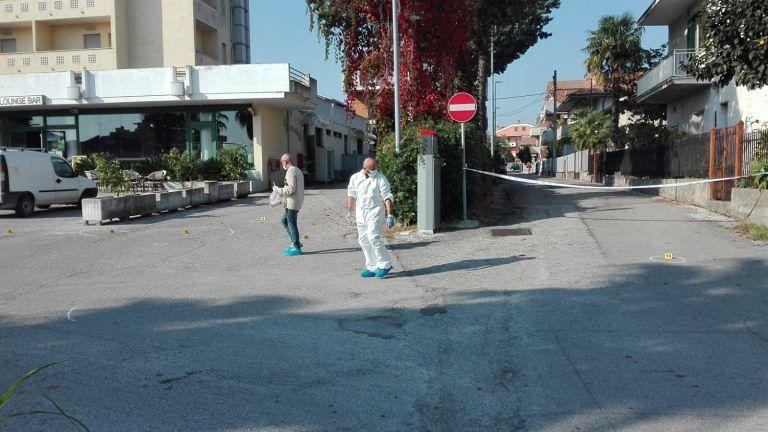 Alba Adriatica, rissa e colpi di pistola nell'albergo: ecco come sono andate le cose. Fermate due persone FOTO