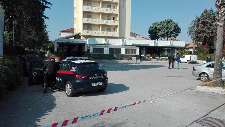 """Alba Adriatica, rissa e sparatoria. Il questore """"chiude"""" per un mese l'Hotel Atlante"""