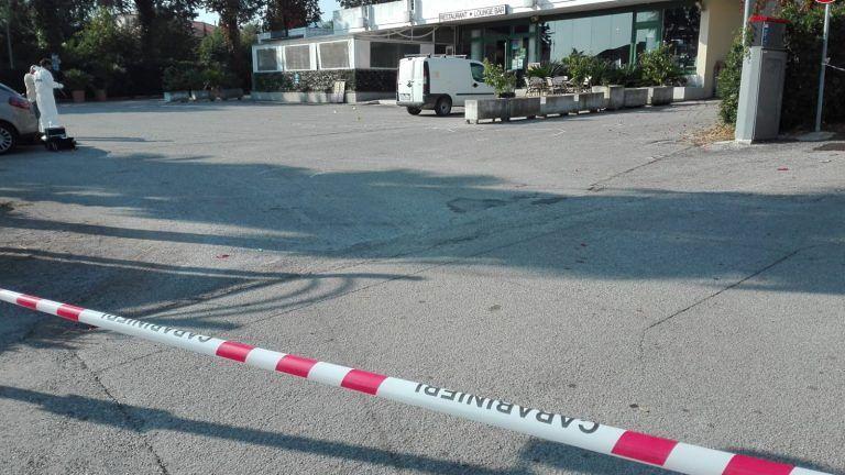 Alba Adriatica, rissa nell'albergo. L'albanese racconta: ho sparato per difendermi