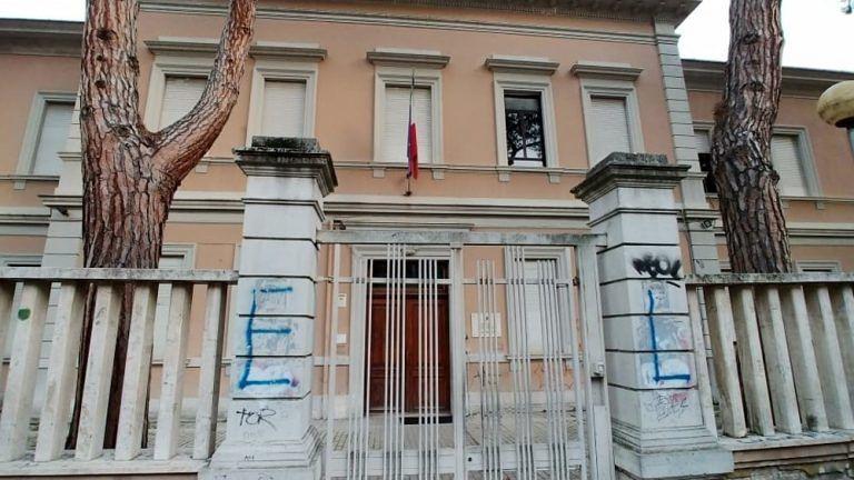 Alberghiero Pescara, sede di via Italica chiusa da 4 mesi: studenti in piazza