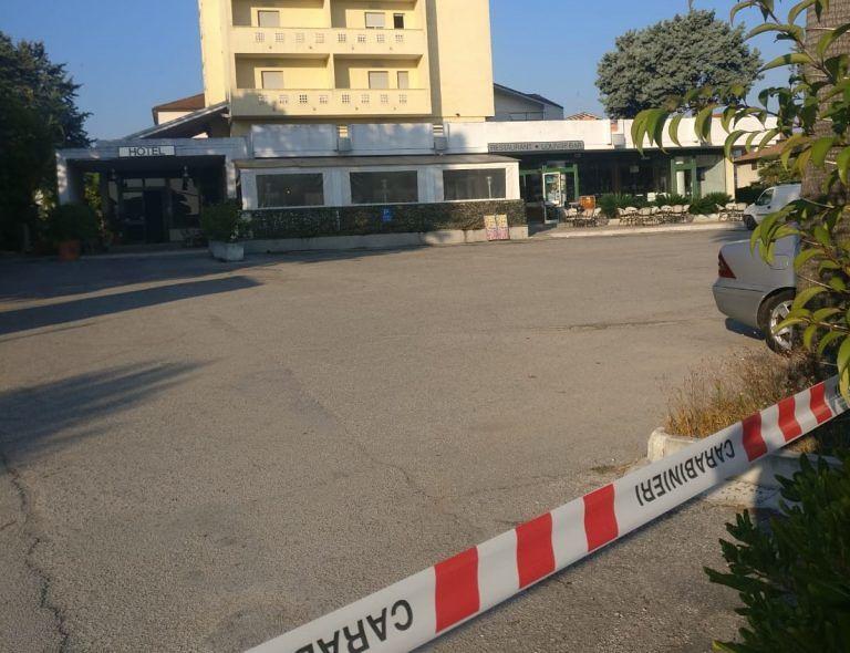 Alba Adriatica, coltellate e colpi di pistola: due feriti durante una rissa nel bar-ristorante FOTO