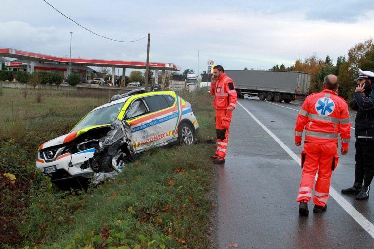Ambulanza e automedica contro un camion, morta una donna. Grave un medico di Atri