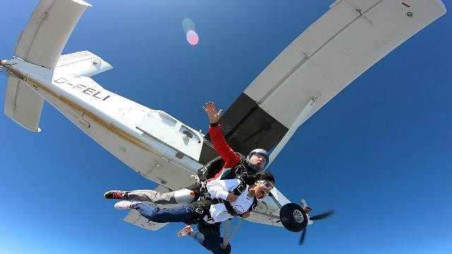Skydive Sunrise: scuola di paracadutismo e lanci in tandem per grandi emozioni  Corropoli
