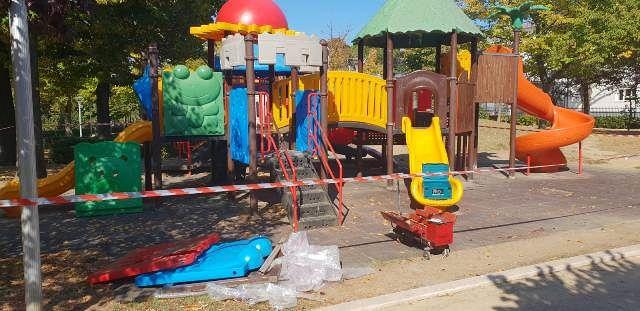 San Salvo, Villa Comunale: lavori di manutenzione al parco giochi