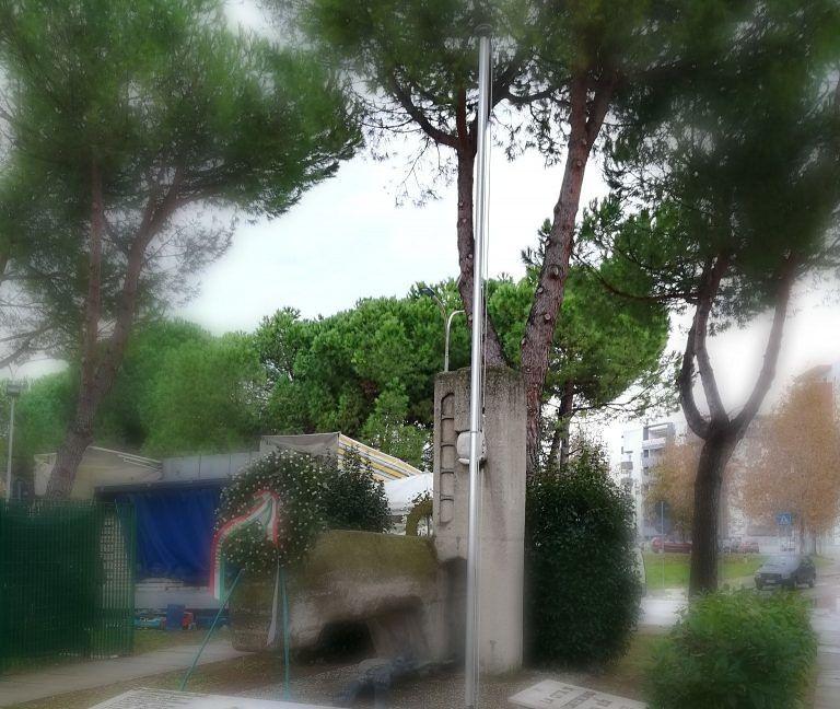 """Montesilvano: """"Il Comune rimuove il Tricolore dal monumento ai Caduti"""""""