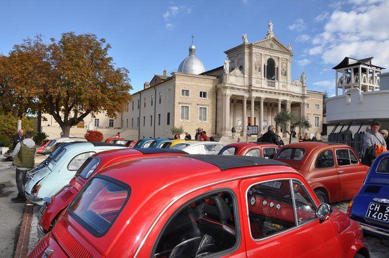 Le Fiat 500 invadono il Santuario di San Gabriele