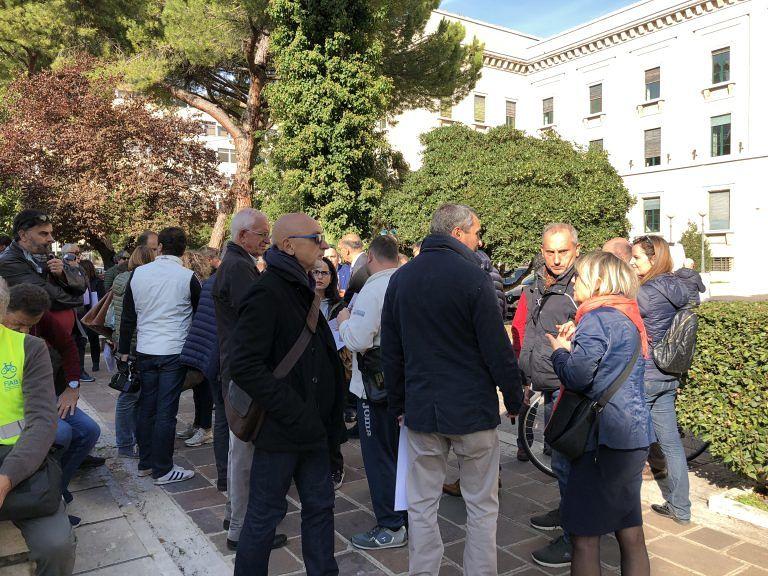 #giulemanidallinformazione: il flash mob di Pescara FOTO VIDEO