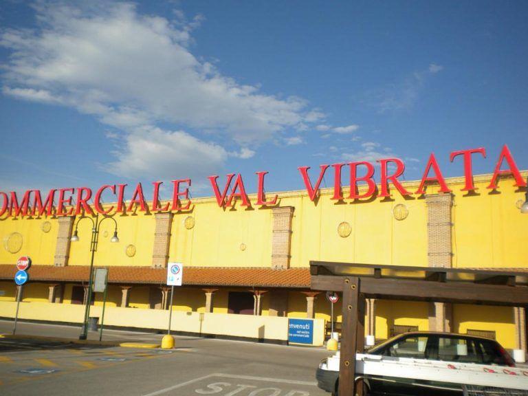 Saracinesche abbassate: anche il centro commerciale Val Vibrata aderisce alla protesta