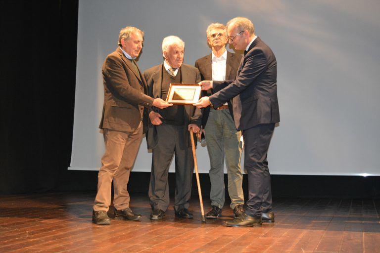 Pineto, premio a due artigiani storici: il gelataio Iezzi e il sarto Di Romualdo