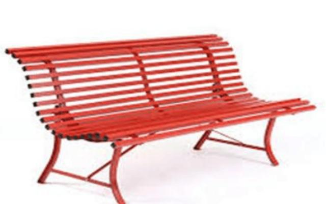 Tortoreto, una panchina rossa su Largo Marconi contro la violenza sulle donne