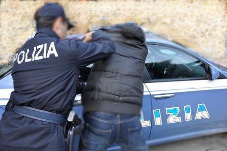 Pescara, aggredisce la ex anche davanti ai poliziotti: arrestato