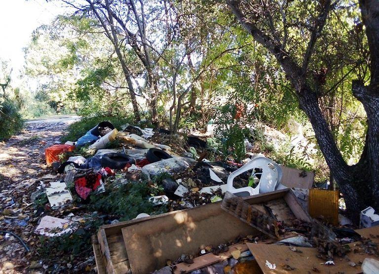 Alba Adriatica, abbandono dei rifiuti a ridosso del Vibrata: scatta l'esposto FOTO