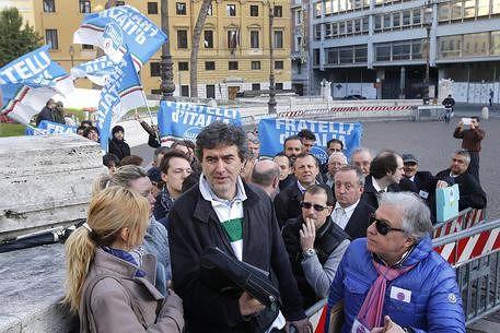 Elezioni Regionali, Marsilio si candida come governatore del CDX. Dubbi di Forza Italia e Lega