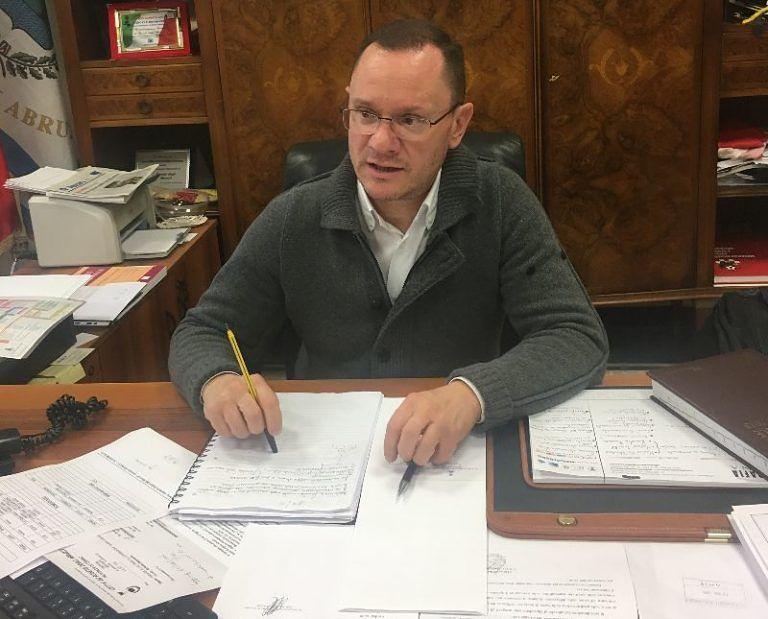 Roseto, controlli del sindaco ai lavori di manutenzione e al cimitero: 'necessari appalti esterni'
