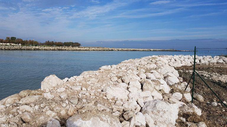 Città Sant'Angelo, liquami nel Saline: divieto di Balneazione