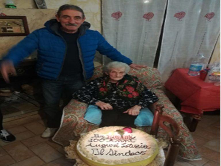 Arsita in festa per i 100 anni di nonna Letizia
