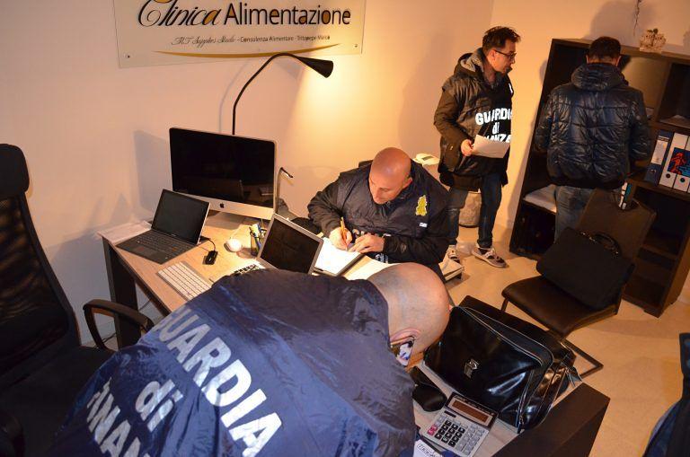 Pescara, sequestrato lo studio di un nutrizionista abusivo: CHI E'-FOTO-VIDEO