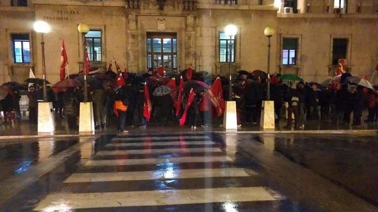 Pescara, scritte contro il sindacalista senegalese: in 200 in piazza per Guobadia