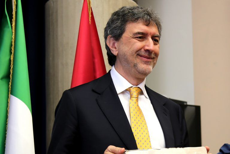 Abruzzo, Marco Marsilio si insedia alla guida dalla Regione: il passaggio di consegne VIDEO