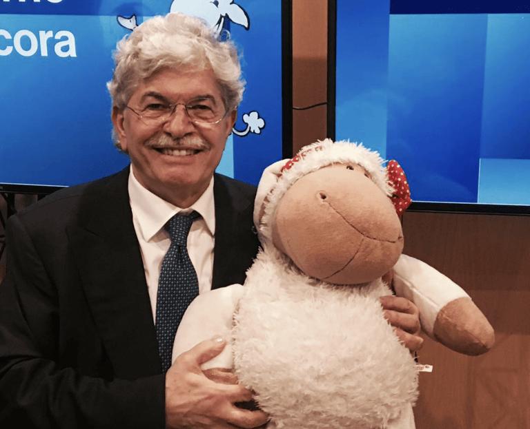 """Razzi va da Beppe Grillo e restituisce un'ambulanza: """"Da parte degli abruzzesi"""""""