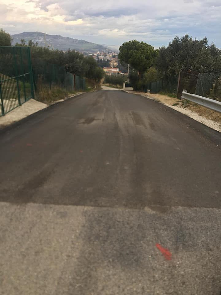 Alba Adriatica, via Colle Bianco: ripristinato il manto di asfalto