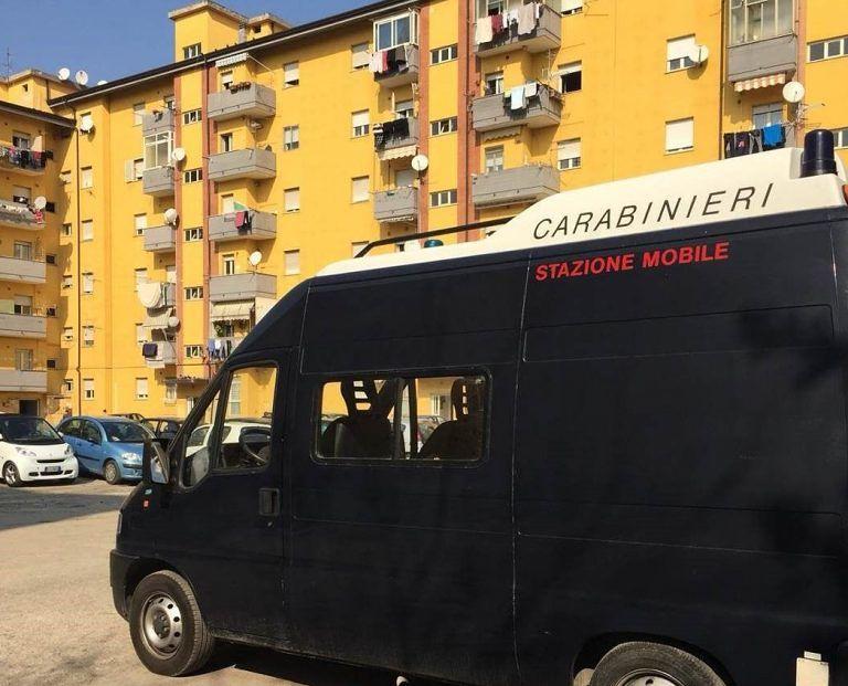 Pescara, spara ai clienti dal balcone di casa: spacciatore arrestato 2 volte in 2 giorni