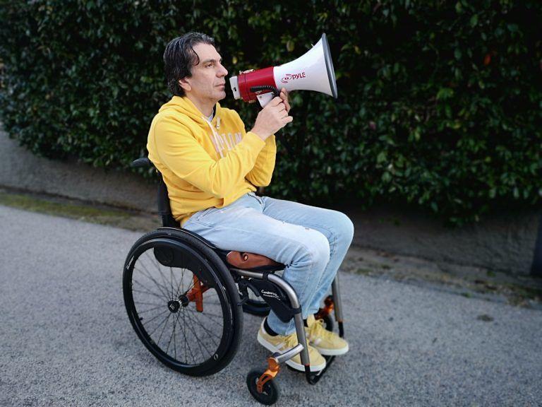 Pescara, disabili in piazza per le pensioni d'invalidità